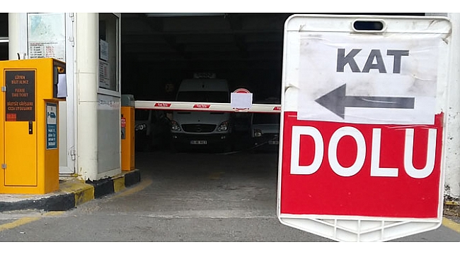 İzmir'de kasırga hareketliliği! Kapalı otoparklarda yer kalmadı