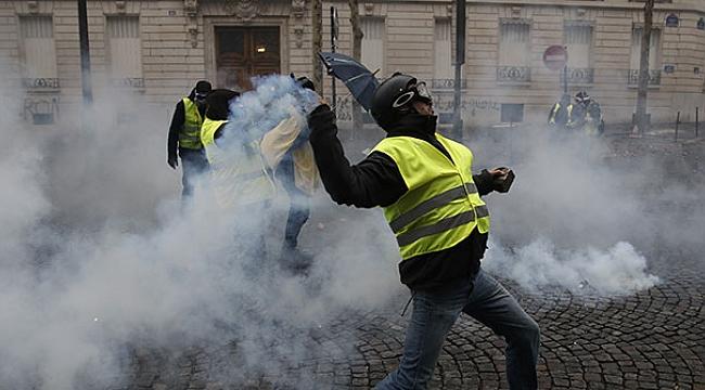 Paris'de meydanlar savaş alanına döndü