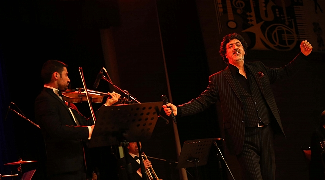 Karşıyaka'da Tanju Okan gecesi düzenlendi