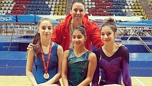 Bornovalı cimnastikçilerden büyük başarı!