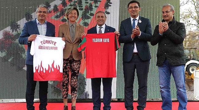 Karşıyaka Belediyesi'nden Semra Aksu'ya büyük onur