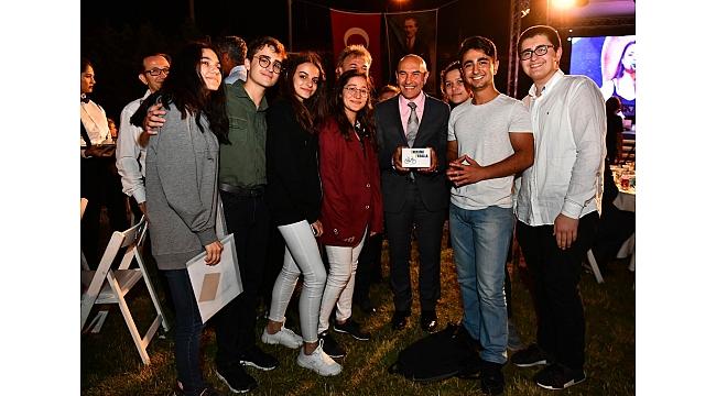 Başkan Soyer'den gençlere tam destek