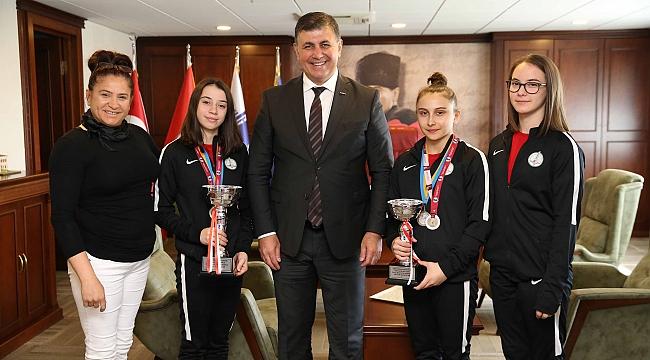 Şampiyon jimnastikçilere Başkan Tugay'dan teşekkür