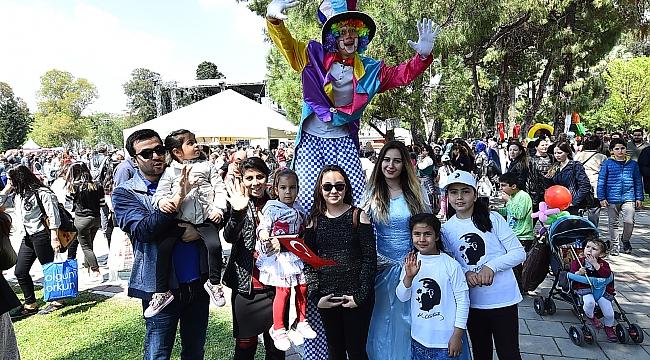 İzmir Büyükşehir'den çocuklara karne hediyesi