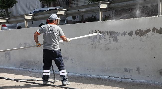 Karabağlar'da duvarlara yaz temizliği!