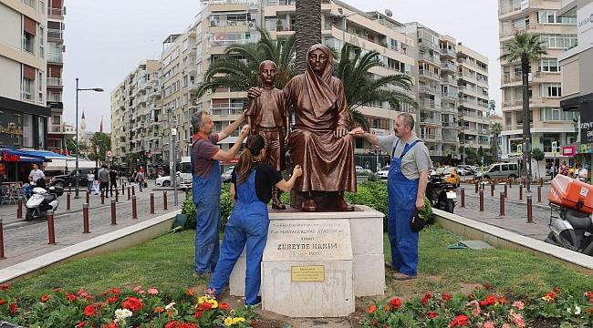 Konak'ta heykellere bakım çalışması