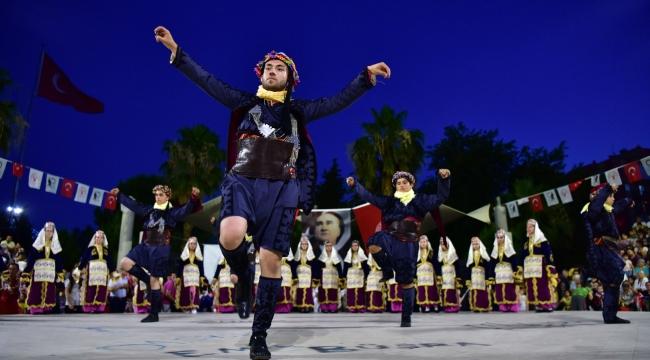 Geleneksel Dansların Büyüsü Gecesi Bornova'da düzenlendi