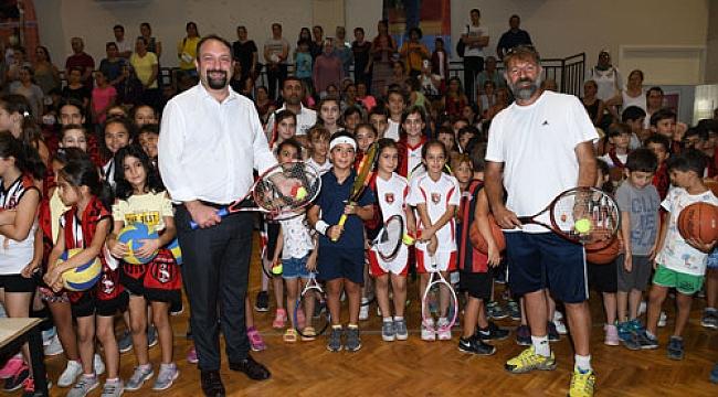 Başkan Gümrükçü sporcu miniklerle buluştu