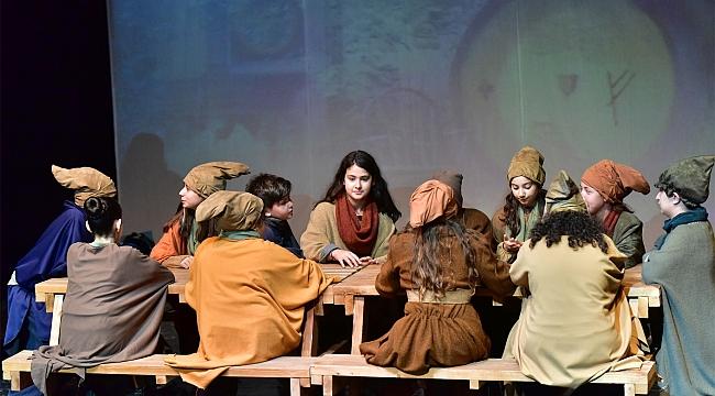 Bornova Belediyesi Şehir Tiyatrosu 27. Sanat Yılı'nı geride bıraktı!