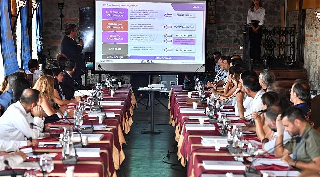 İzmir'in ulaşımı masaya yatırıldı