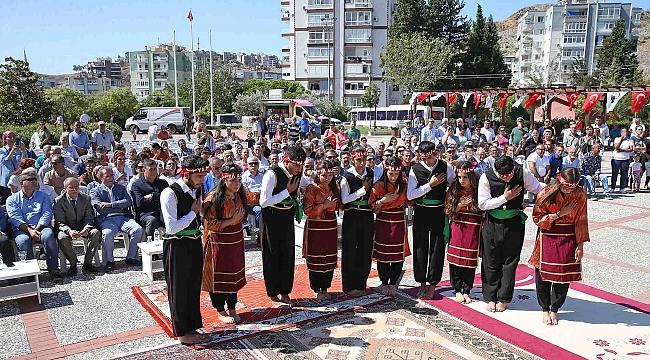 Karşıyaka'da 10 bin kişi aşure lokmasını paylaştı