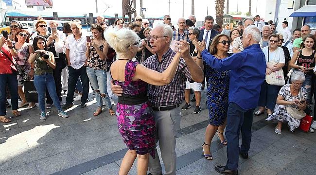 Karşıyaka'da 'Alzheimer'a karşı farkındalık etkinlikleri düzenlendi!