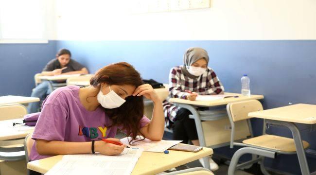 Bayraklı Belediyesi'nden Öğrencilere Deneme Sınavı