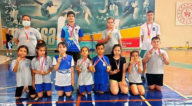 Yunusemreli Badmintonculardan 21 Madalya
