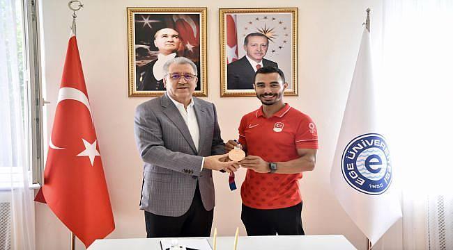 Rektör Budak, Milli Sporcu Ferhat Arıcan'ı Ağırladı