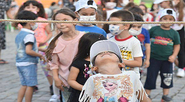 Çocuklar geleneksel sokak oyunlarıyla eğlendi